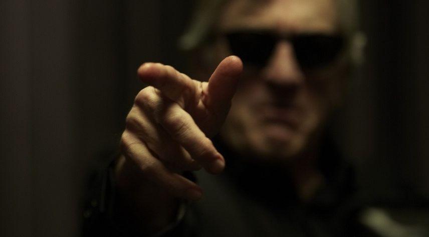 Роберт Де Ниро и его палец